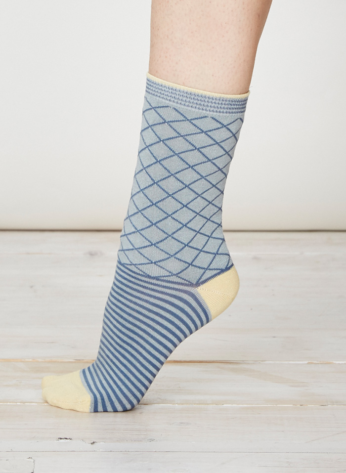 SPW215-Yaron-Bamboo-Socks-Duck-Egg-Side