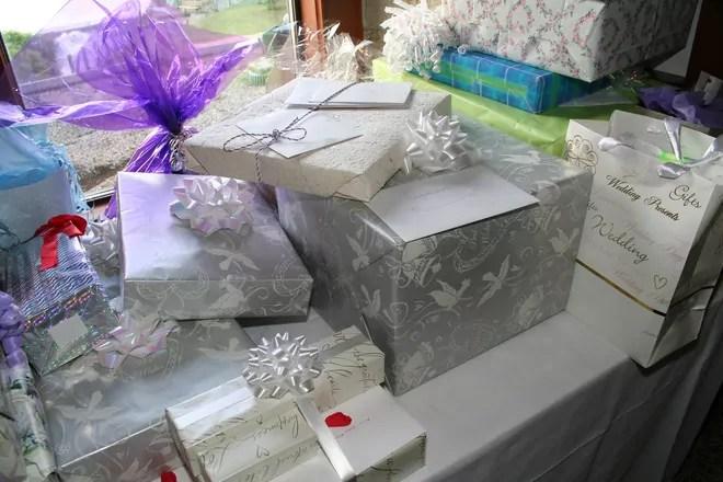 Last Minute Wedding Gifts That Aren't Money