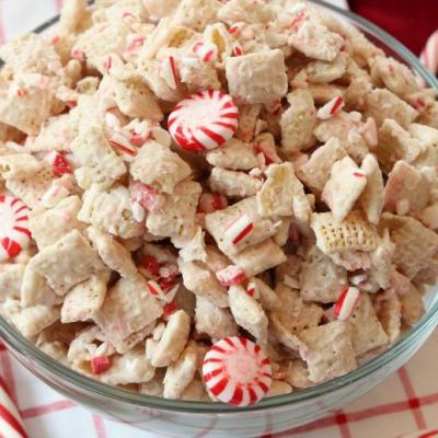EASY PEPPERMINT CHEX MIX
