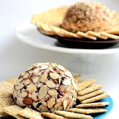 HOW TO MAKE A CHEESE BALL + MY FAVORITE RECIPE