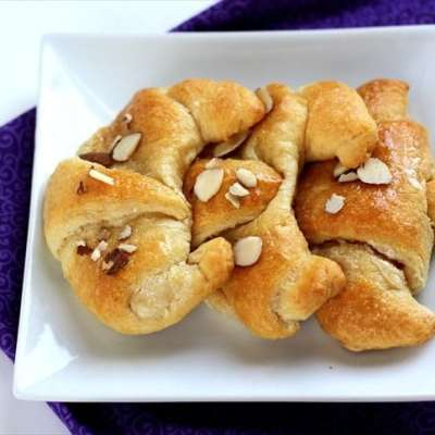 HONEY CREAM CHEESE CROISSANTS