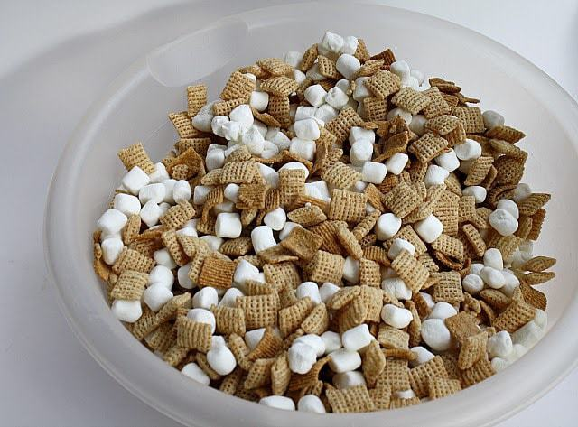 Hot Chocolate Snack Mix is a crunchy and delicious treat to munch on this holiday season, full of Chex cereal, chocolate, marshmallows, and graham crackers!