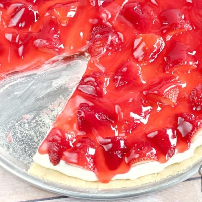 GLAZED STRAWBERRY FRUIT PIZZA