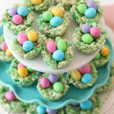Easter Rice Krispie Treats made with classic marshmallow treat ingredients that look like cute Easter baskets! Simple, fun recipe for a festive Easter dessert.