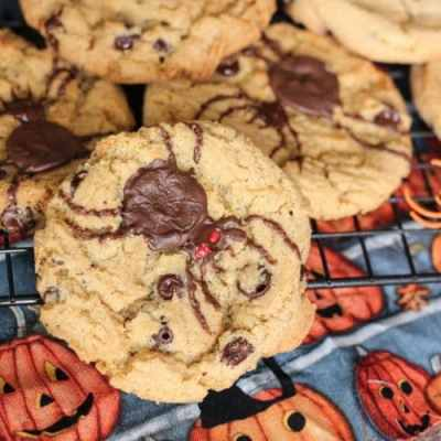 HALLOWEEN CHOCOLATE CHIP SPIDER COOKIES