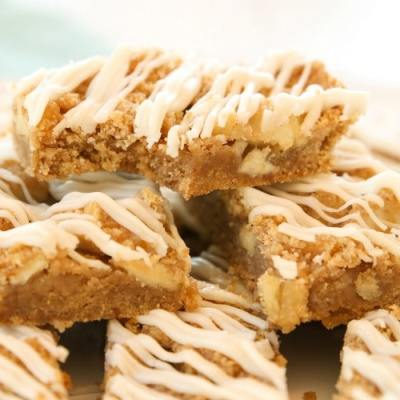 APPLE CINNAMON CRUMB BARS