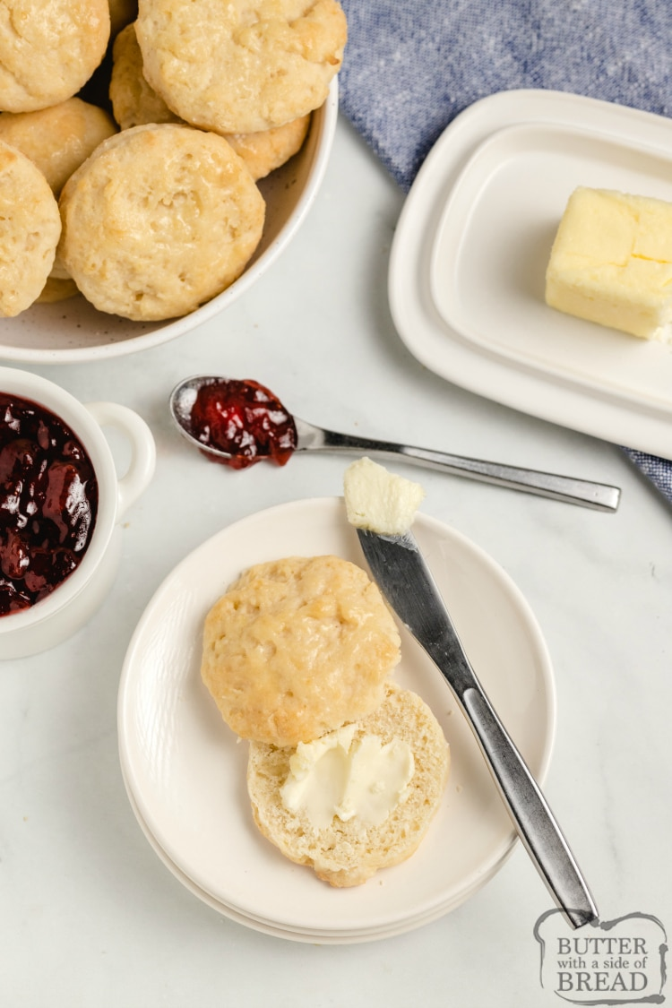 Easy 7-Up Biscuits are made with six simple ingredients, including 7-Up soda! Only a few minutes to make soft, flaky biscuits that turn out perfect every time!