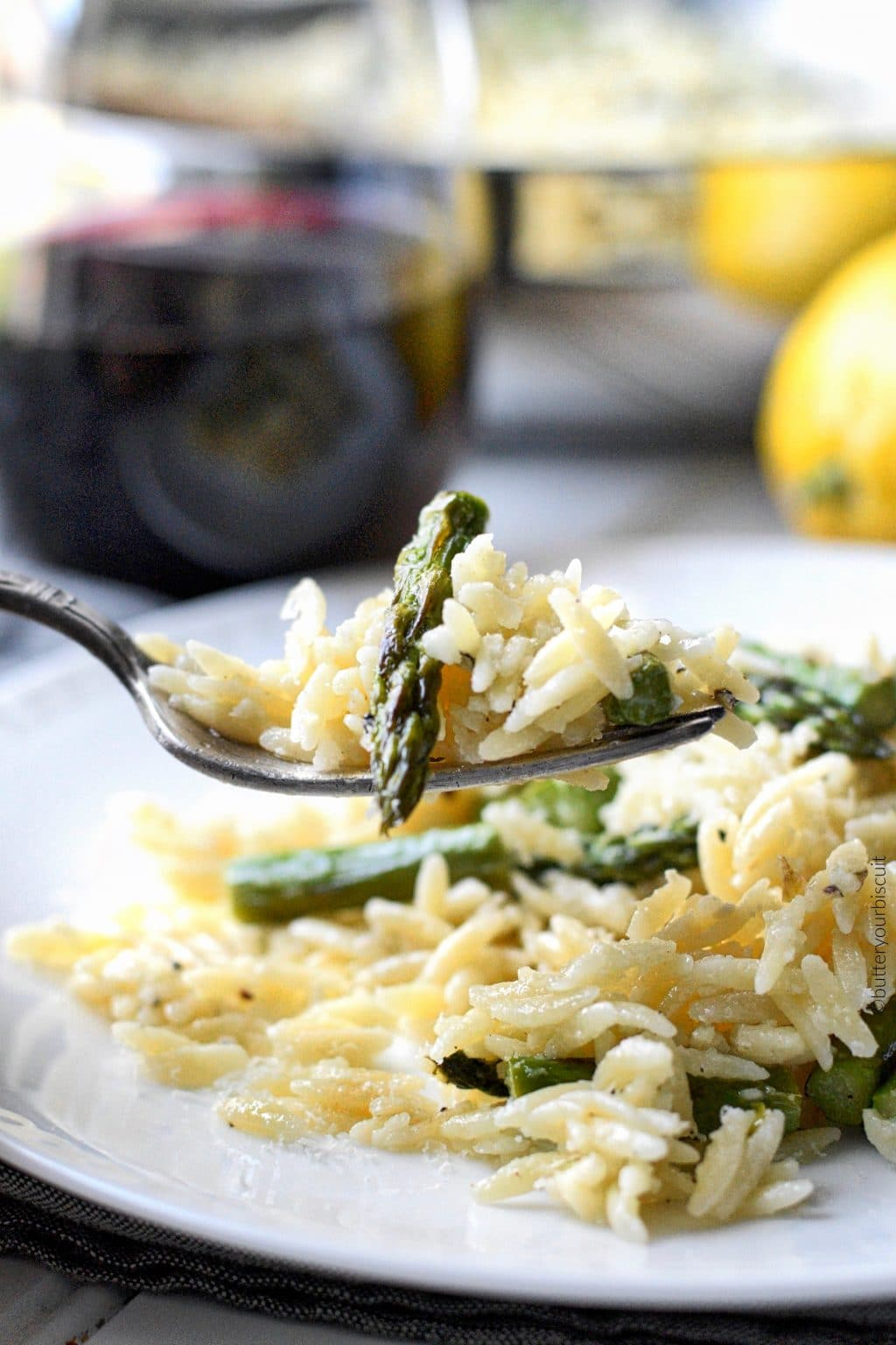 lemon garlic parmesan orzo with roasted asparagus with a bit on fork