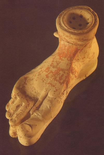 Plasticna vaza - stopalo noge
