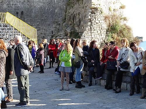 Posjetioci ispred crkve Santa Maria - 1
