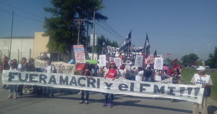 Organizaciones se manifestaron frente a la AMT contra las restricciones y el boletazo