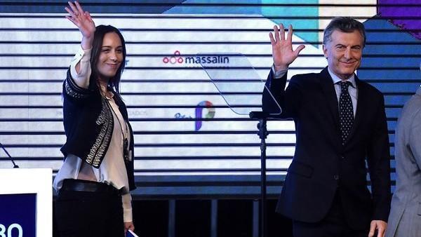 Después de fundirlas, Macri anunció beneficios a Pymes por cargas patronales