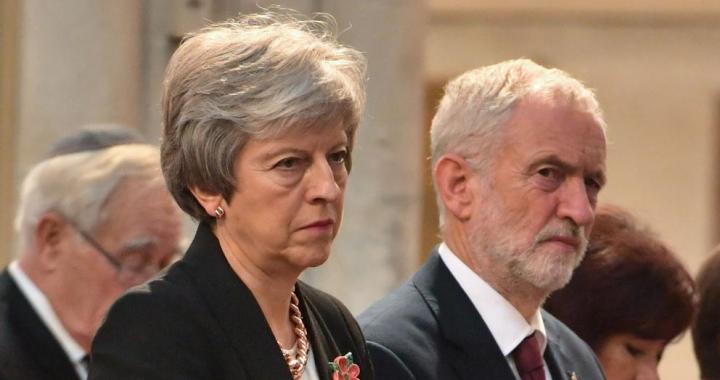 El Brexit desangra: Renuncias en el Parlamento