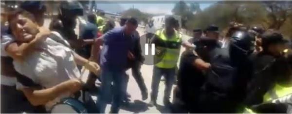 Violenta represión y detención de docentes en Cafayate
