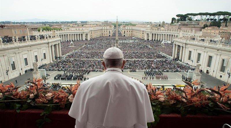 Pascua: Francisco envió un mensaje contra las armas y pidió terminar conflictos