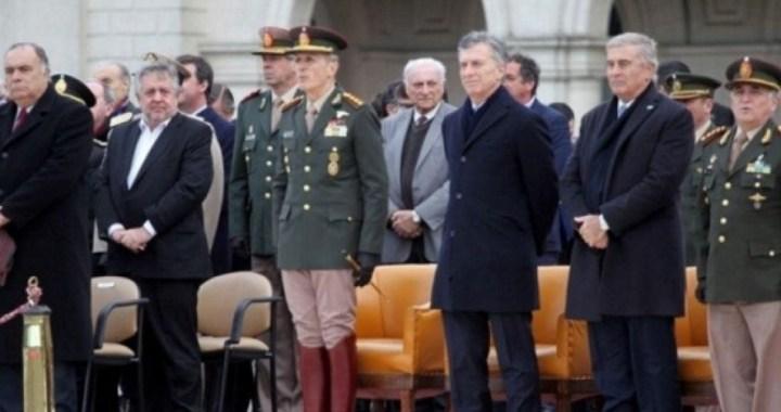 El Gobierno justifica la foto de Macri con Stornelli