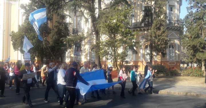 """""""Hermosa marcha, ¡carajo!"""": Con Martín Grande a la cabeza, macristas salteños salieron a la calle"""