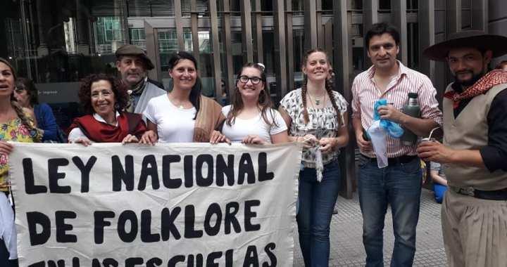 Es ley la enseñanza de Folklore en las escuelas de todo el país
