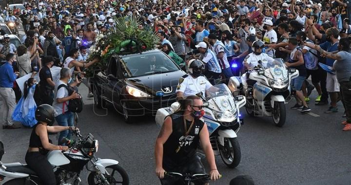 Maradona estaba con vida a las 6:30, declaró el enfermero del turno noche