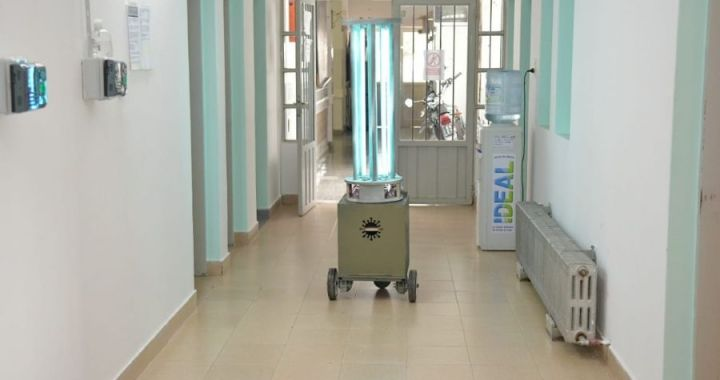 Escuela técnica de Campo Quijano diseñó robot para sanitizar el hospital