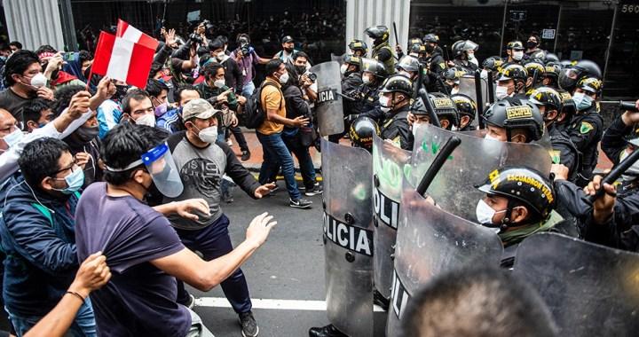 En medio de la crisis y represión, renuncia presidente interino de Perú