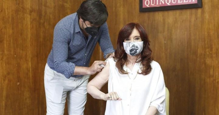 Cristina ya se vacunó con la Sputnik V y alentó la campaña de Kicillof