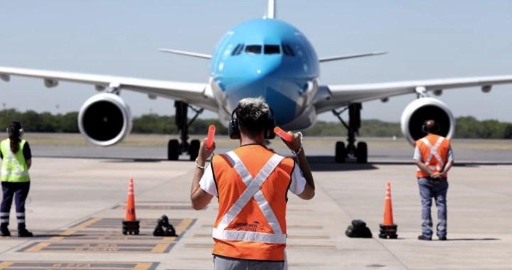 Otro vuelo de Aerolíneas Argentinas parte a China en busca de 1 millón de vacunas
