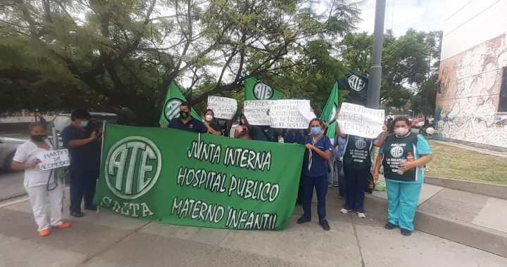 Despidos «encubiertos» en el Materno Infantil agravan la situación en Salud