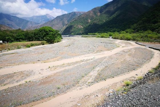 Cornejo pone la lupa en los ríos provinciales ante sospechas de explotación ilegal de canteras