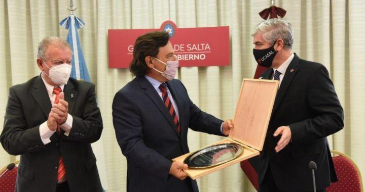 Prácticas y pasantías: Sáenz firmó acuerdo con Gallo Cornejo, rector de la UCASAL