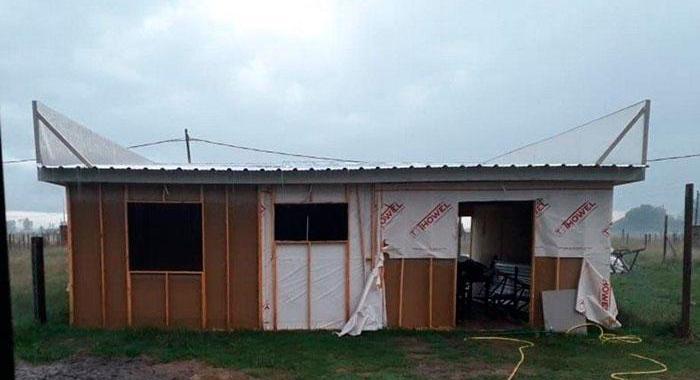 Allanan constructora de casas prefabricadas por denuncias de estafas