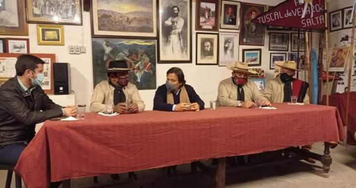 Sáenz visitó a la Agrupación Tradicionalista y el desfile podría ser en Agosto