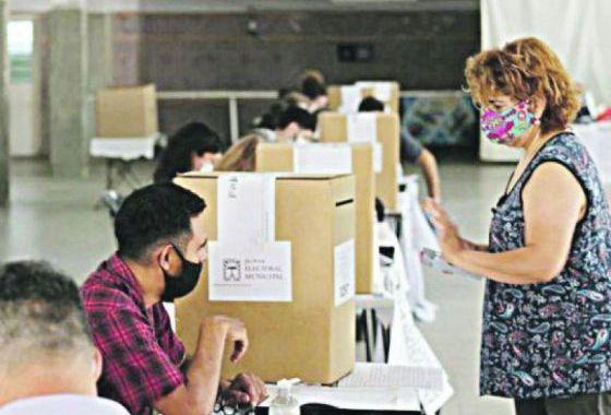 Elecciones y Covid: el Gobierno asegura que no se detectó a nadie con síntomas