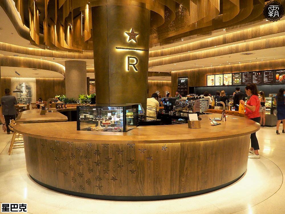 <泰國曼谷> 星巴克 Central World(Chit Lom站),百貨公司內金光閃閃的典藏門市,逛曼谷時記得去朝聖一下唷!