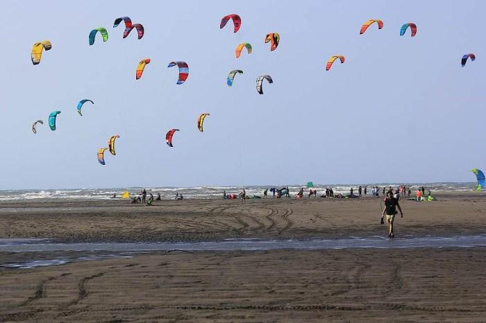 <台中大安> 大安濱海樂園風箏衝浪賽,大安風、大安海,風箏衝浪結合小旅行,積木風露營區七彩顏色好繽紛!