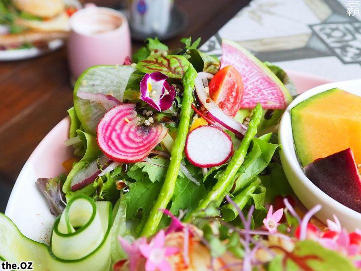 20201028200411 74 - 人氣澳式早午餐,the.OZ早午餐有機生菜配主菜,餐點美味配色鮮明真好拍!
