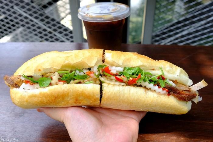 <台中小吃> 小辣椒越南麵包,第三市場人氣美食,越南麵包夾入滿滿食材酥脆爽口,太晚去可買不到!