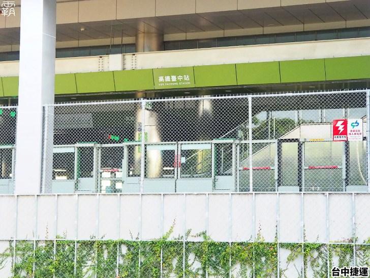 P9040363 01 - 這個捷運站出入口不一樣!台中綠線捷運站出入口成電聯車廂模樣,好有趣!