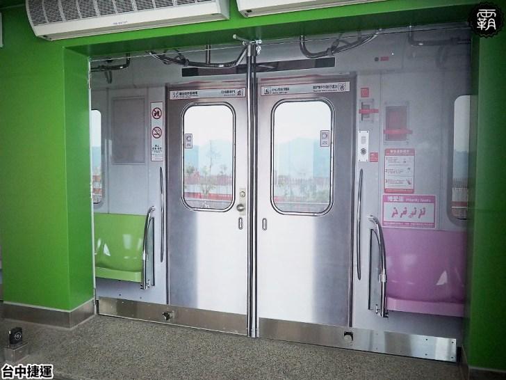 P9040373 01 - 這個捷運站出入口不一樣!台中綠線捷運站出入口成電聯車廂模樣,好有趣!