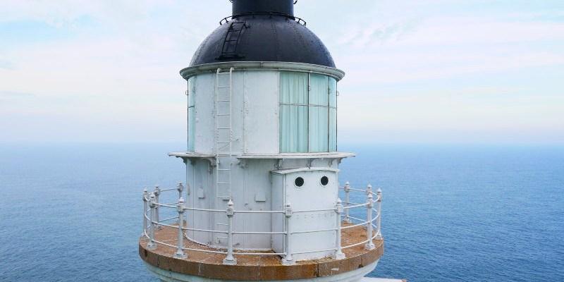 海上看東引從另一個角度遊覽東引島,踏上國之北疆遠眺北固礁,還能看見東引島燈塔重新點燈。(東引景點/馬祖景點/海上看東引/東湧陳高/國之北疆/東引島燈塔)