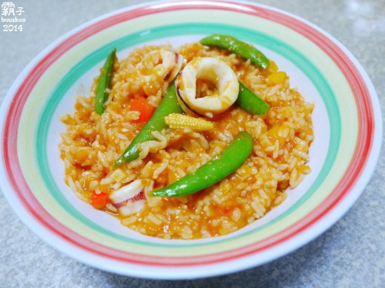 茄汁中卷燉飯,使用冷壓初榨橄欖油來調製簡易的番茄紅醬唄!