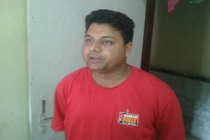 पूछताछ के लिए हिरासत में लिया गया युवक सोनू मिश्रा