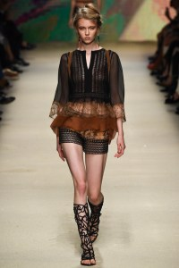 ALBERTA_FERRETTI_2016SS_Pret_a_Porter_Collection_runway_gallery-3