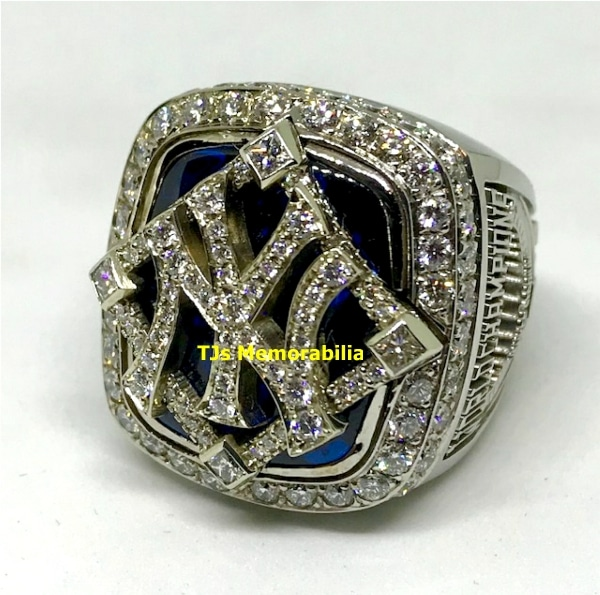 2009 NEW YORK YANKEES WORLD SERIES CHAMPIONSHIP RING & ORIGINAL PRESENTATION BOX