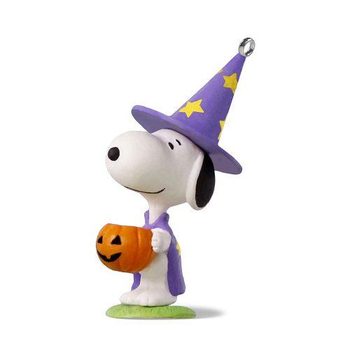 "Hallmark Keepsake Halloween Decor Mini Ornament 2018 Year Dated, Peanuts Snoopy Trick or Treat Snoopy Miniature, 1.58"""