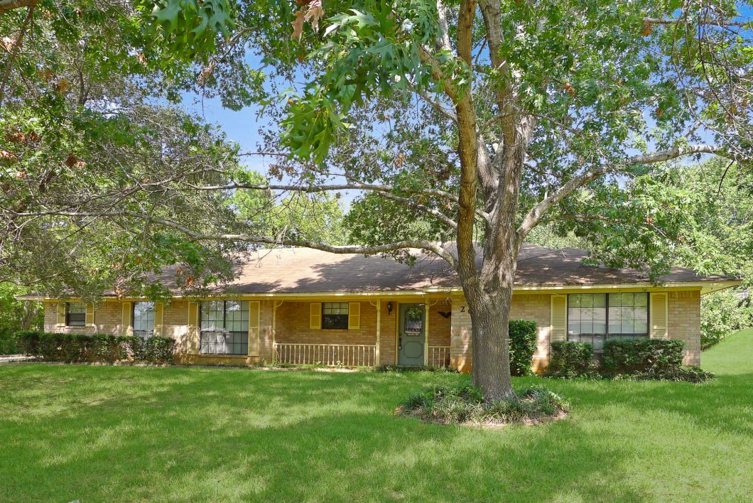 204 Trail Hollow Ln, Palestine, TX 75801-House for Sale