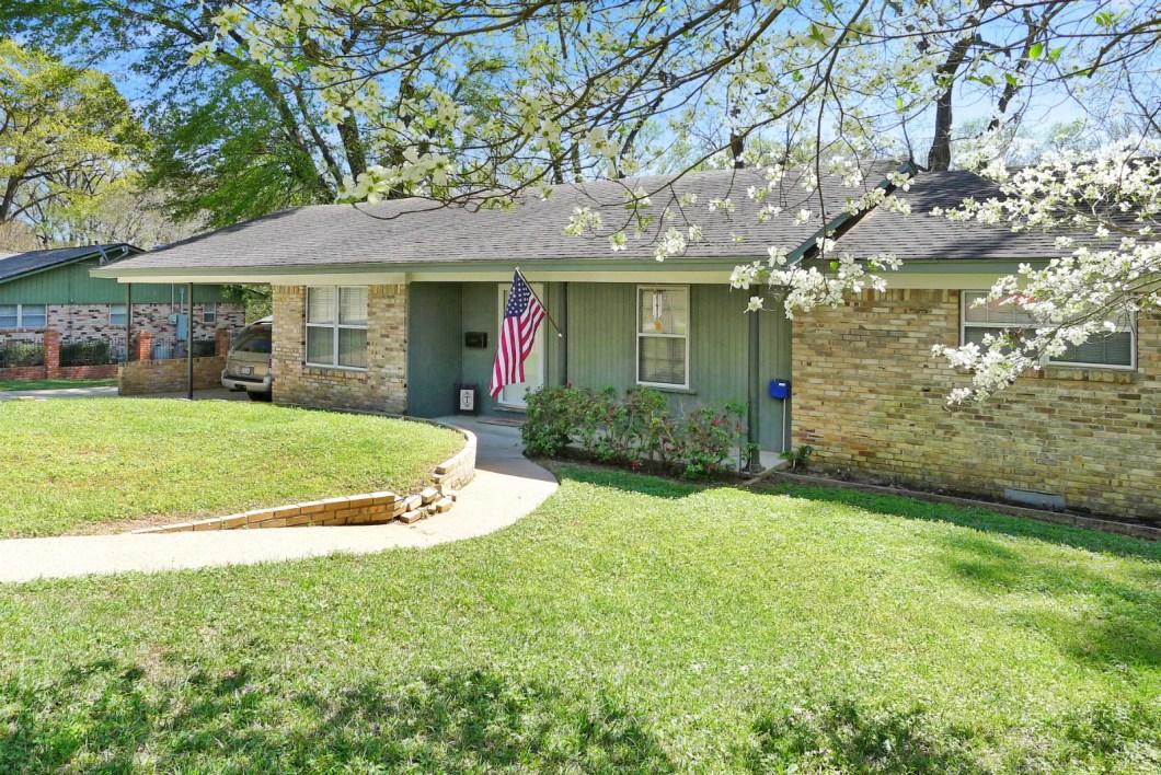 1216 E. Neches, Palestine, TX 75801-House for Sale