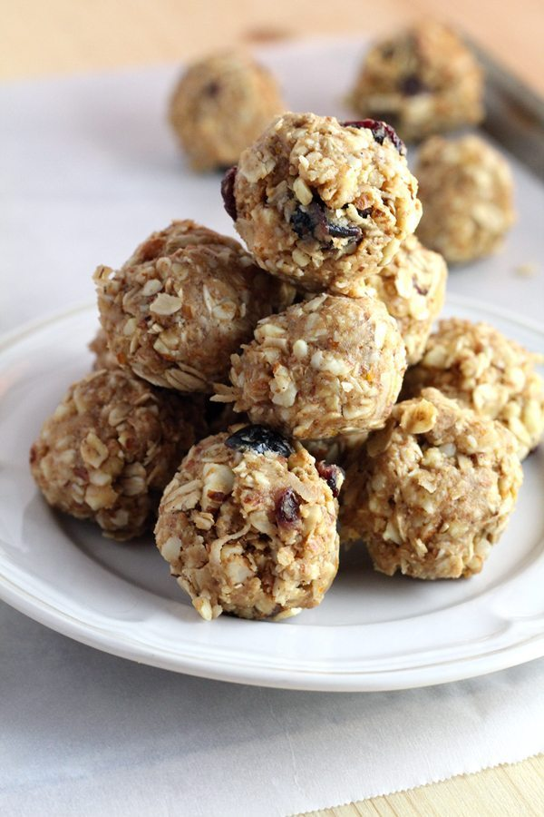 no bake energy bites with almonds, oatmeal and more