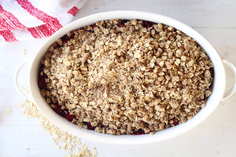 a buttery brown sugar topping made with oats and spiced with cinnamon and nutmeg