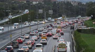 Okullar açıldı, trafik yoğunluğu oluştu